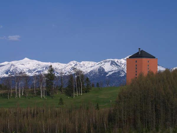 十勝岳連峰の残雪